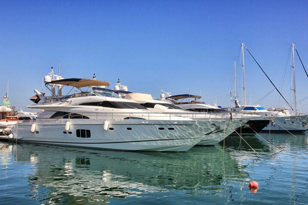 Yacht in Hafen